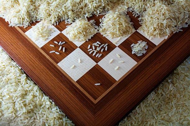 la scacchiera con il riso che rappresenta il concetto di interesse composto