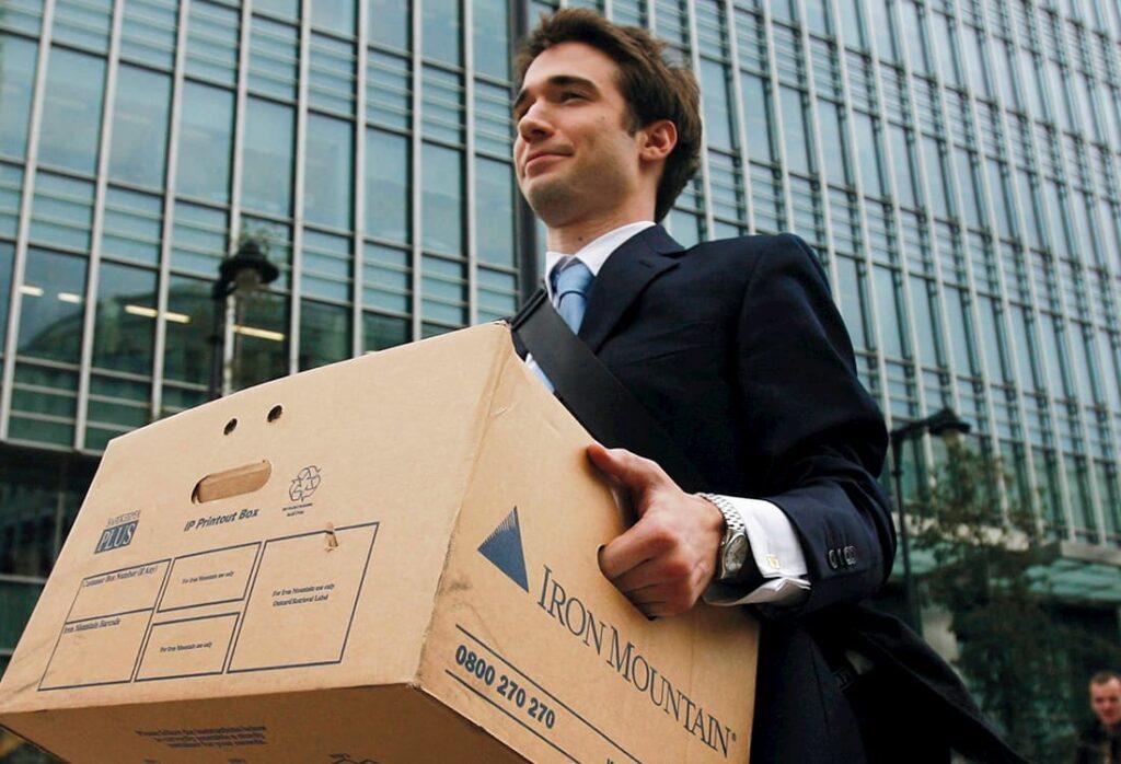Immagine che raffigurra un dipendente Lehman Brothers dopo il fallimento dell'azienda